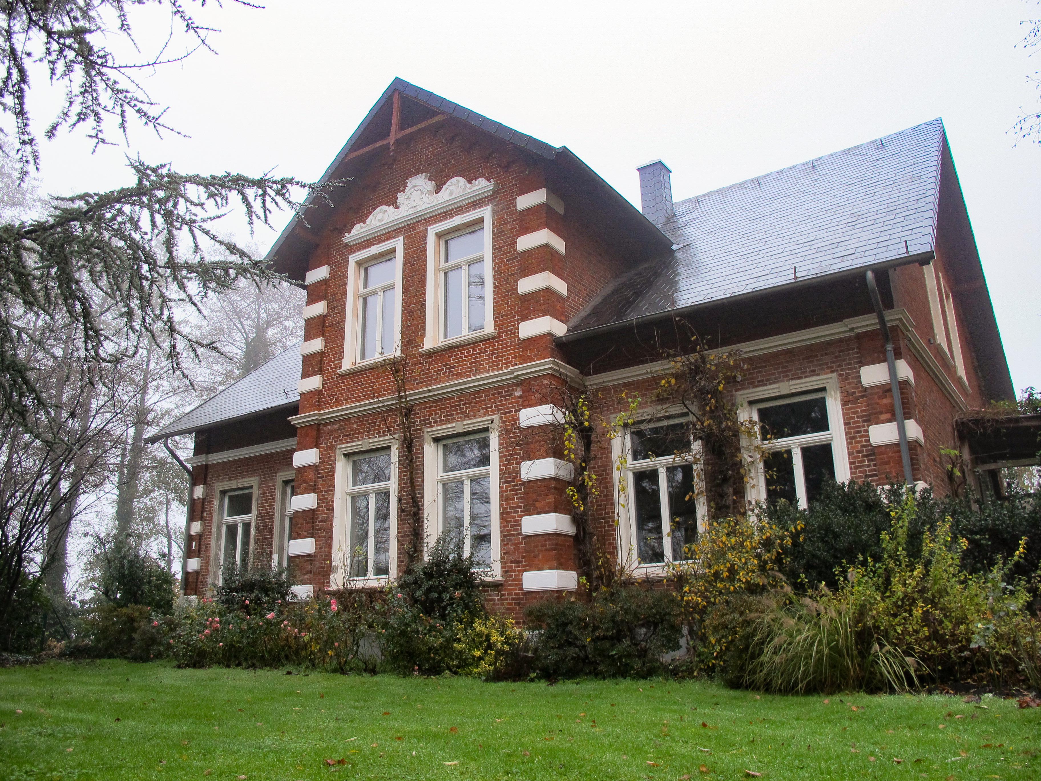 Landhaus im Grünen mit Berliner Warmfenstern aus Holz von Fecon Nordwest