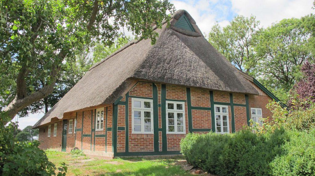 Bauerhaus_Dänische_Holzfenster_weiß_Sprossen_klasssich_Fecon_Nordwest