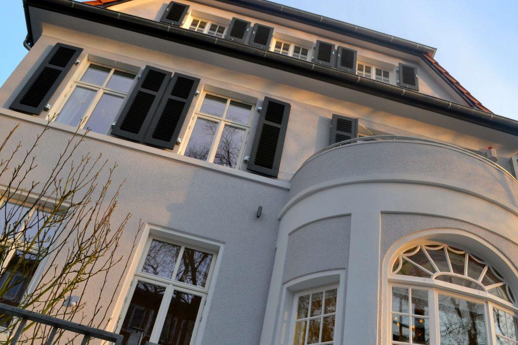 Stadthaus_Dänische Fenster_asuwärts_weiß_fecon_Nordwest